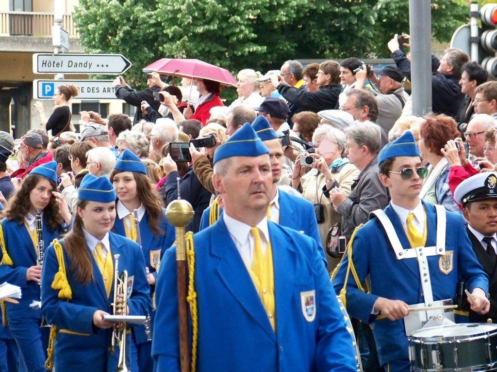100_1287b Parade