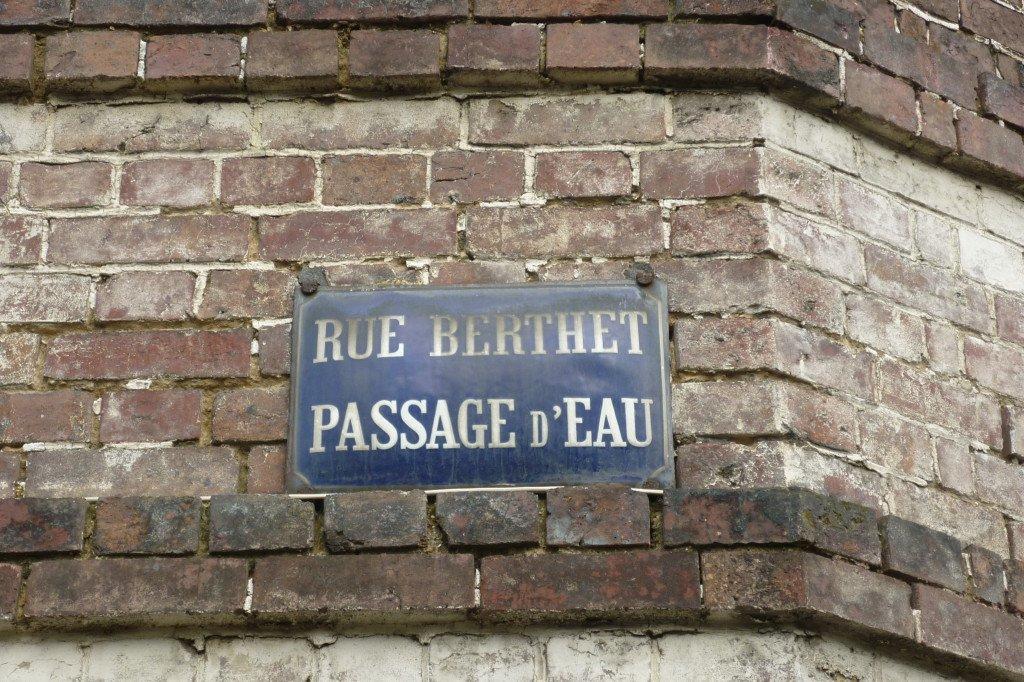 La rue Berthet à Petit-Couronne est l'impasse du Passage d'Eau